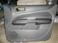 Обшивка передней правой двери Ford Focus II